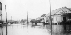 Macksville township in the grip of a major flood Date of photograph: probably 1954