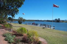 Picnic reserve and jetty in River St East, Macksville